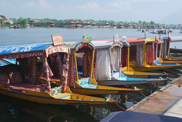 Kashmir - Top Destinations for Honeymoon Couples in India