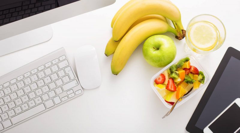 10 Ideas for Nourishing Snacks at the Office
