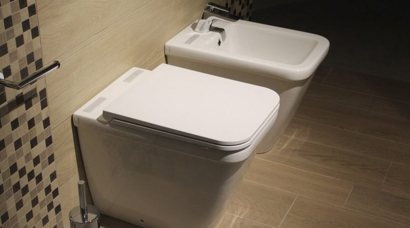 12 Unusual Toilet Cleaning Tips & Tricks That Actually Works