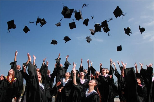 6 Reasons A Bachelor's Degree is Important